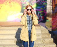 Fashion pretty blonde woman in sunglasses posing Royalty Free Stock Photography