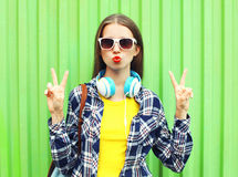 Fashion pretty cool girl wearing a sunglasses and headphones Royalty Free Stock Photos
