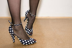 Fashion shoes. Great old looking fashion shoes on good looking legs Royalty Free Stock Photos