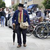 A fashionable elderly man in a blue jacket, a yellow waistcoat, wearing a high hat and glasses with a cane walking along the Broad. LONDON, ENGLAND - August 20 Royalty Free Stock Photography