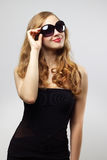 Fashionable lady wearing sunglasses Royalty Free Stock Photos