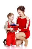 Fashionable mom gives her young son in the box Royalty Free Stock Photography