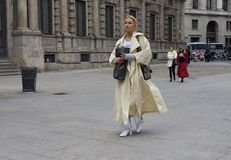 MILAN - FEBRUARY 25, 2018: A fashionable woman walking for photographers in the street before MSGM fashion show,Milan. stock images