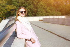 Fashionable woman in white coat and sunglasses Royalty Free Stock Images