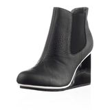 Fashionable women winter boot Royalty Free Stock Image