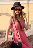 Fashionbale donkerbruine vrouw Royalty-vrije Stock Afbeeldingen
