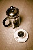 fasoli kawowy francuski kubka talerza prasy w biel Zdjęcie Stock
