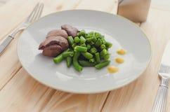 Fasolki szparagowe i gotowana kurczak wątróbka Obrazy Stock