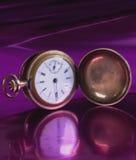 fasonujący stary kieszeniowy zegarek Fotografia Royalty Free