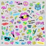 Fasonuje dziwaczne kreskówki doodle łaty odznaki z ślicznymi elementami Odosobniony wektor Set majchery, szpilki, łaty w komiczce Obraz Royalty Free