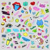 Fasonuje dziwaczne kreskówki doodle łaty odznaki z ślicznymi elementami Odosobniony wektor Set majchery, szpilki, łaty w komiczce Zdjęcia Royalty Free