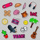 Fasonuje odznaki, łaty, majcherów ustawiających z hipisów elementami, deskorolka, pokoju znaka, gitary i palm, royalty ilustracja