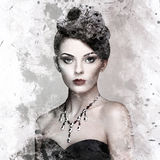 Fasonuje portret młoda piękna kobieta z biżuterią obrazy royalty free