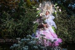 Fasonuje wizerunek zmysłowa dziewczyna w jaskrawym fantazi przestylizowaniu Zdjęcia Royalty Free