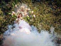 Fasonuje wizerunek zmysłowa dziewczyna w jaskrawym fantazi przestylizowaniu Fotografia Stock