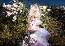 Fasonuje wizerunek zmysłowa dziewczyna w jaskrawym fantazi przestylizowaniu Fotografia Royalty Free
