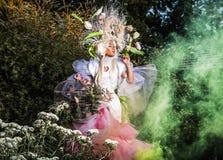 Fasonuje wizerunek zmysłowa dziewczyna w jaskrawym fantazi przestylizowaniu Zdjęcie Royalty Free