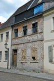 Fassade de uma casa velha, danificada Imagem de Stock Royalty Free