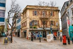 Fassade der alten Wohnung in Gibraltar stockbild