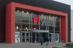 Fassade der berühmten Kette der Innenmöbelversorgungen fliegen Stockfotografie