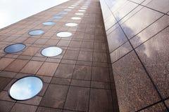 Fassade der Marmor- und runden Fenster Lizenzfreie Stockbilder