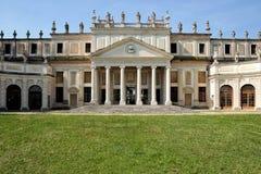 Fassade der veralteten Ställe des Landhauses Pisani, Italien Lizenzfreie Stockfotografie