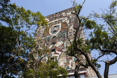 Fassade der Zentralbibliothek Biblioteca-Zentrale an der Universität Ciudad Universitaria UNAM in Mexiko- City - Mexiko-Norden mo Lizenzfreie Stockbilder
