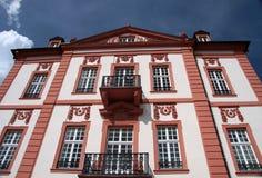 Fassade des Biebrich Palastes lizenzfreie stockfotografie