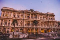 Fassade des Gerichtes der Aufhebung in Rom auf Sonnenuntergang stockfotos