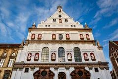 Fassade des Heiligen Michael Church in München, Bayern Lizenzfreie Stockbilder