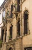 Fassade des italienischen Palastes Stockfoto