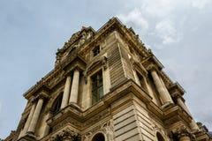 Fassade des Louvre-Museums, Paris, Frankreich Lizenzfreie Stockfotos