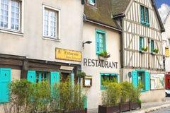 Fassade des Restaurants in Chartres. Stockbilder