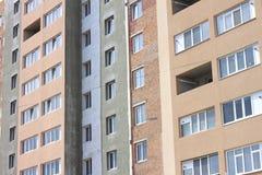 Fassade des schönen modernen Gebäudes mit Fenstern Lizenzfreies Stockfoto