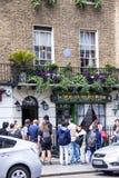 Fassade des Sherlock Holmes-Hauses und -museums 221b im Bäcker Street Lizenzfreies Stockfoto