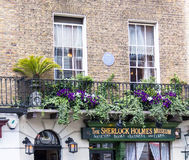 Fassade des Sherlock Holmes-Hauses und -museums 221b im Bäcker Street Lizenzfreie Stockfotos