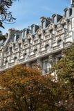 Fassade des typischen Hauses mit Balkon im 16. arrondisement von Paris Stockfoto