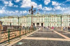 Fassade des Winter-Palastes, Einsiedlerei-Museum, St Petersburg, R Stockbild