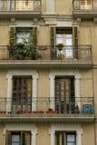 Fassade eines alten Hauses in Barcelona, Spanien lizenzfreie stockfotografie