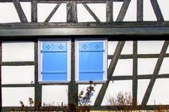Fassade eines alten Hauses mit Fenster Stockbild