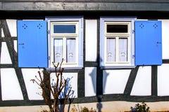 Fassade eines alten Hauses mit Fenster Stockfoto