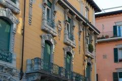 Fassade eines alten Wohngebäudes Stockbild