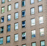 Fassade eines Backsteinbaus in New York City Stockfoto