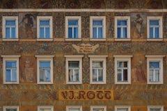 Fassade eines historischen Gebäudes in Prag Stockfotografie
