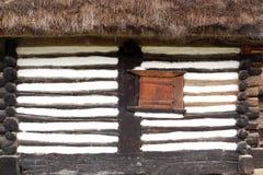 Fassade eines rumänischen traditionellen Hauses Stockbild
