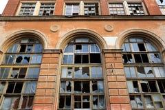 Fassade eines verlassenen Industrieunternehmens lizenzfreies stockbild