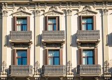 Fassade mit Balkonen in Barcelona Stockbild