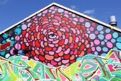 Fassade mit bunter abstrakter Straßenkunst, Adelaide, Süd-Australien Stockfotos
