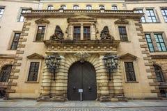 Fassade mit Verzierungen eines alten Hauses in Dresden Lizenzfreie Stockbilder