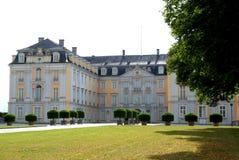 Fassade und Flügel von Bruhl ziehen sich in Deutschland zurück Lizenzfreies Stockfoto